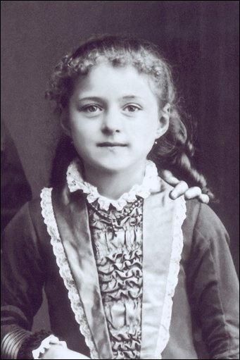 THE ESSENCE OF SAINT THERESE: A LOVE BORN OF THE DIVINE MERCY | Catholic Strength